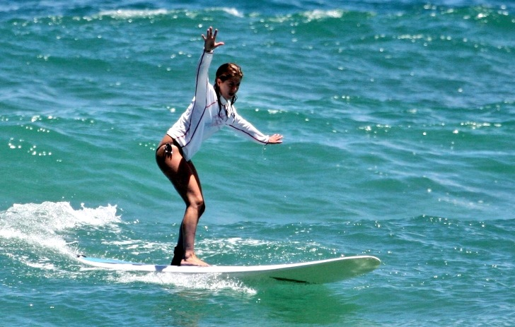 Jennifer Aniston is a surfing celebrity