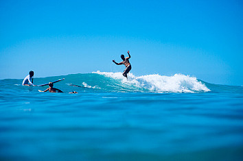 Surfing: a timeless sport with a long and rich history | Photo: Knut Robinson/Creative Commons
