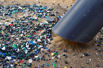 Hoola One: a machine that separates microplastics from sandy beaches