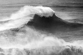 Nazaré: raw, unpredictable, violent and massive waves | Photo: Heidi Hansen