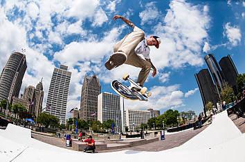 Laser flip: a combination of a frontside 360 shove-it and a heelflip | Photo: Red Bull
