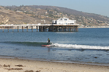 Malibu's Surfrider Beach: one of the best longboarding waves in the world | Photo: Seeman/Creative Commons
