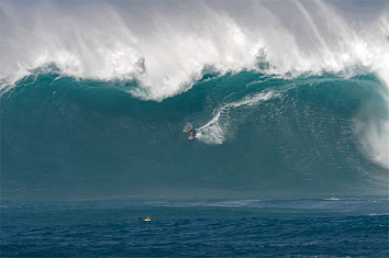 Justine Dupont: getting ready for one of the heaviest barrels ever ridden at Jaws