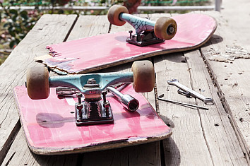 Skateboards: you can fix a broken deck using duct tape, rails or wood | Photo: Shutterstock