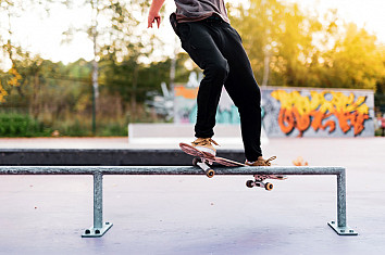 Skateboard rail: learn how to make a cheap grinding and sliding element for your backyard | Photo: Shutterstock