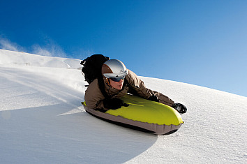 Airboarding: a winter sport that blends snowboarding and bodyboarding elements | Photo: Airboard