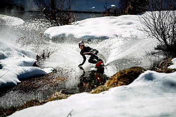 Nikolas Plytas: waterskiing on snow | Photo: Red Bull