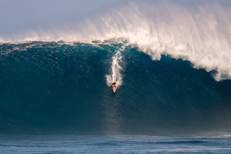 Aaron Gold: riding one of the biggest paddle wave ever at Jaws | Photo: WSL