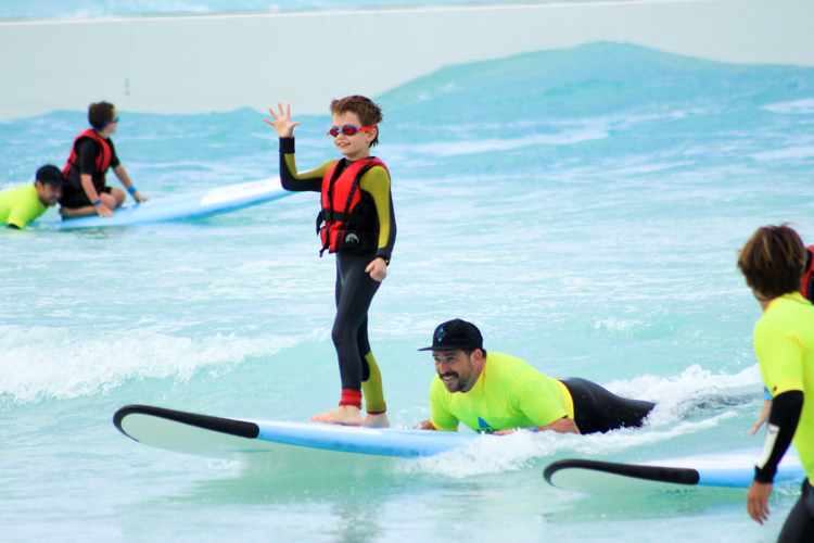 Adaptive surfing: Wavegarden is pushing children with special needs into the waves | Photo: Wavegarden