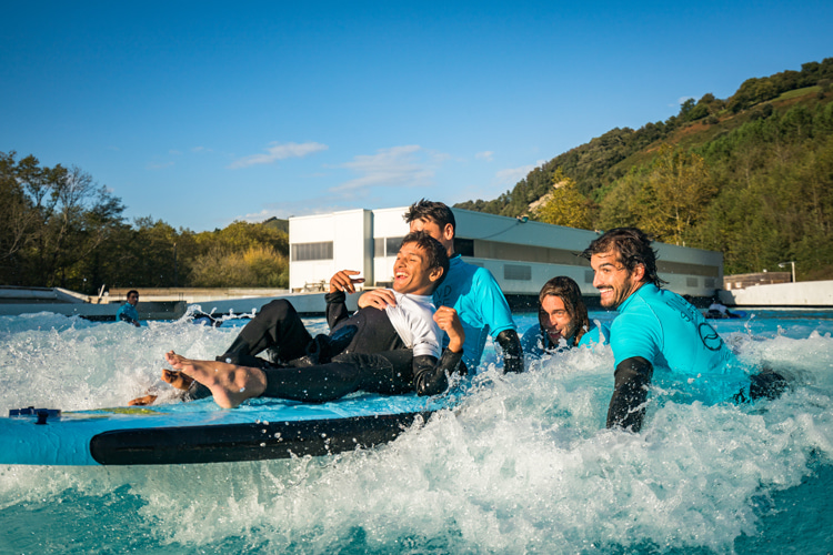Para surfing: wave pools are now equipped with the latest features for adaptive surfers | Photo: Wavegarden