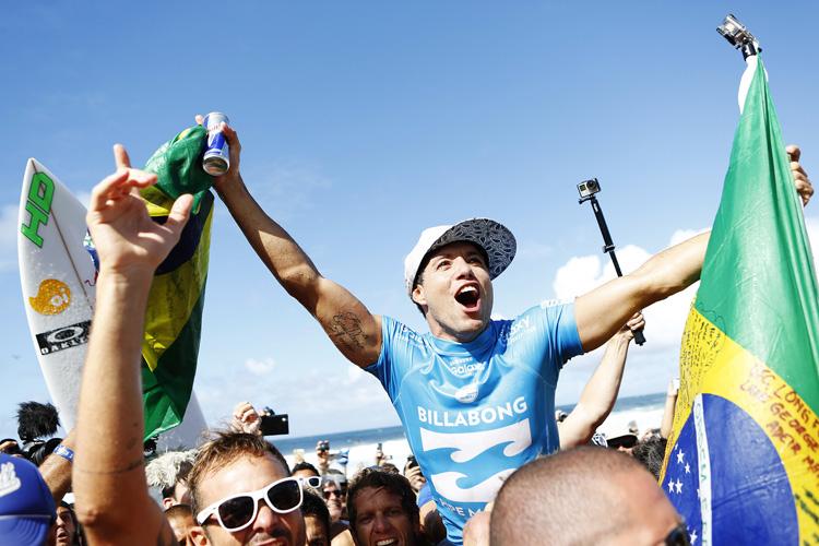 Adriano de Souza: the Brazilian dedicated the world title to the late Ricardo dos Santos | Photo: Kirstin/WSL