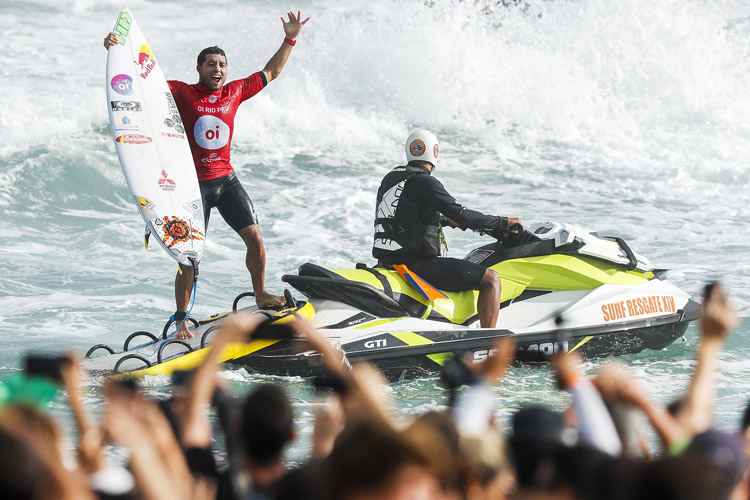 Adriano de Souza: there's nothing like winning in Brazil | Photo: Poullenot/WSL