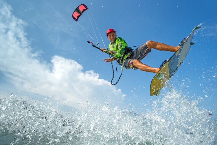 Kiteboarding: safer than soccer and American football | Photo: Shutterstock