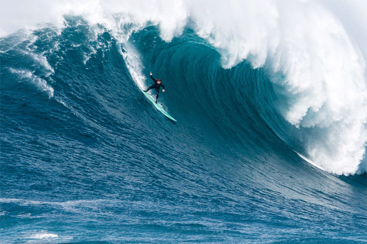 Alex Botelho: the big wave season at Nazaré is on | Photo: Aleixo/WSL