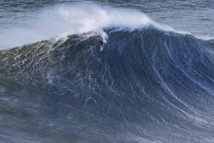 Alex Botelho: the Portuguese big wave surfer preparing to drop into the abyss in Nazaré | Photo: Soares/WSL