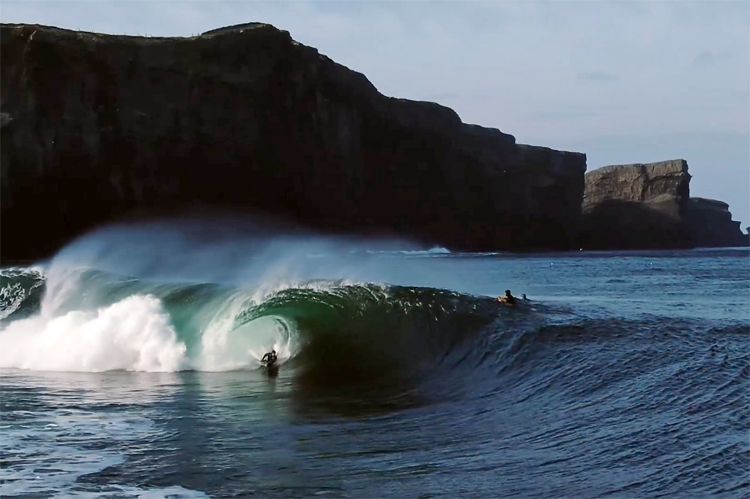 Alex Uranga: negotiating a perfect barrel at Rileys