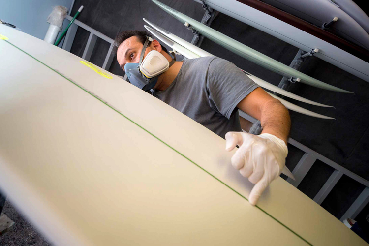 The algae surfboard: truly green | Photo: Erik Jepsen/ UC San Diego Publications