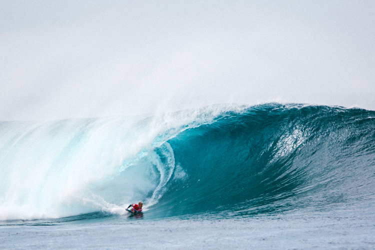 Amaury Lavernhe: eyeing the barrel at El Quemao | Photo: Quemao Class