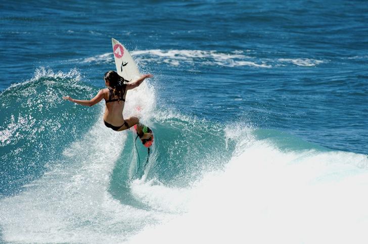 Surfer Girls Ready For The Pipeline Women S Pro 2014