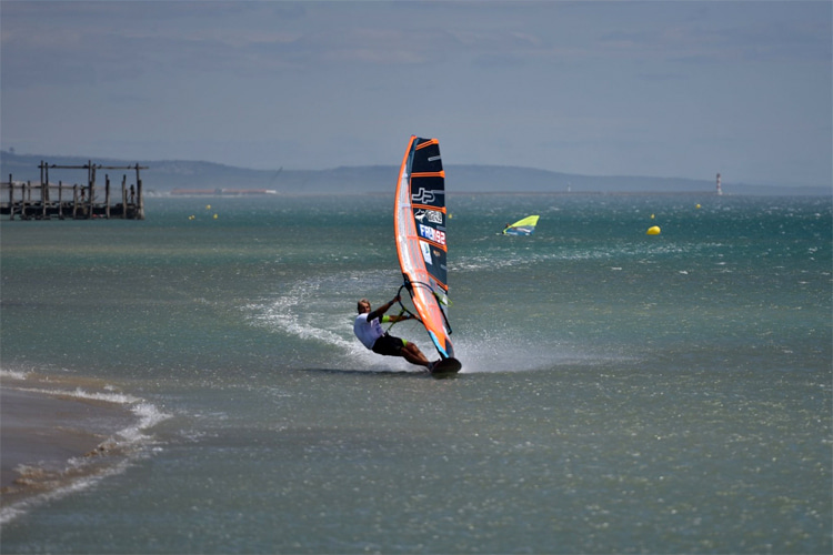 Antoine Albeau: the fastest windsurfer of all time at La Palme | Photo: POS