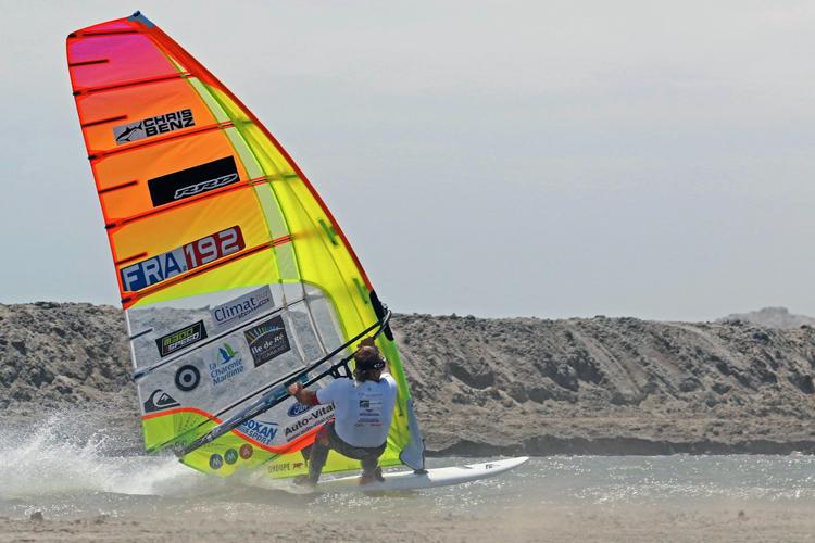 Antoine Albeau breaks the windsurfing speed world record