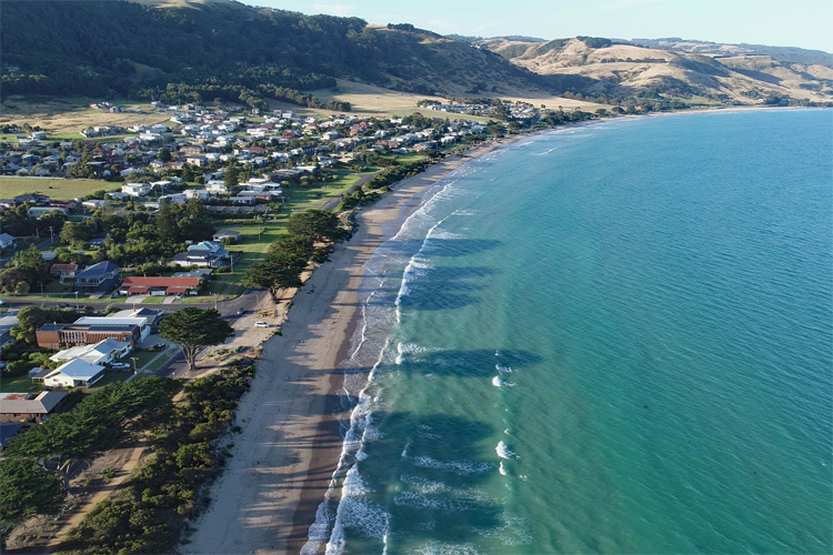 Apollo Bay: 1960s surfers rode waves at Skenes Creek and Wye River | Photo: Creative Commons
