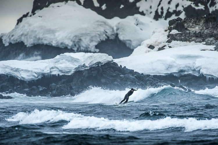 Cold water surfing: a hot chocolate would be nice | Photo: Red Bull