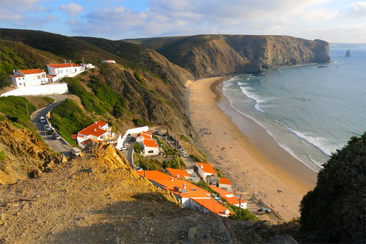 Arrifana: a dreamy beach break located near Aljezur | Photo: Manske/Creative Commons