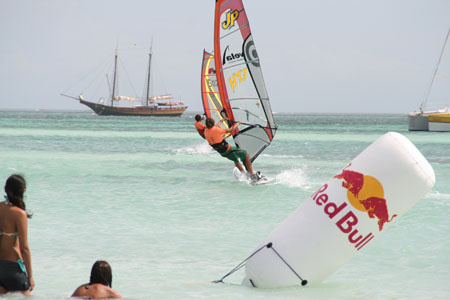 Windsurfers and kiteboarders celebrate 21th anniversary of the Aruba Hi-Winds