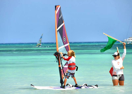 Aruba Hi-Winds: kids love windsurfing for prizes