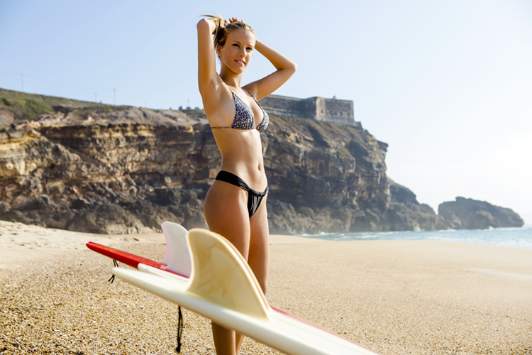 Women in surfing: only white caucasian female surfers get sponsorship deals | Photo: Shutterstock