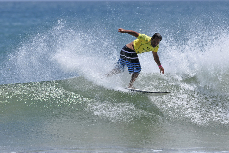 Aurelio Prieto: competing at the ISA World Masters Surfing Championship | Photo: Gonzales/ISA