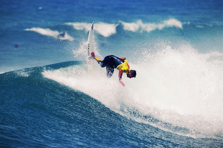 Backhand surfing: power to the arms and feet