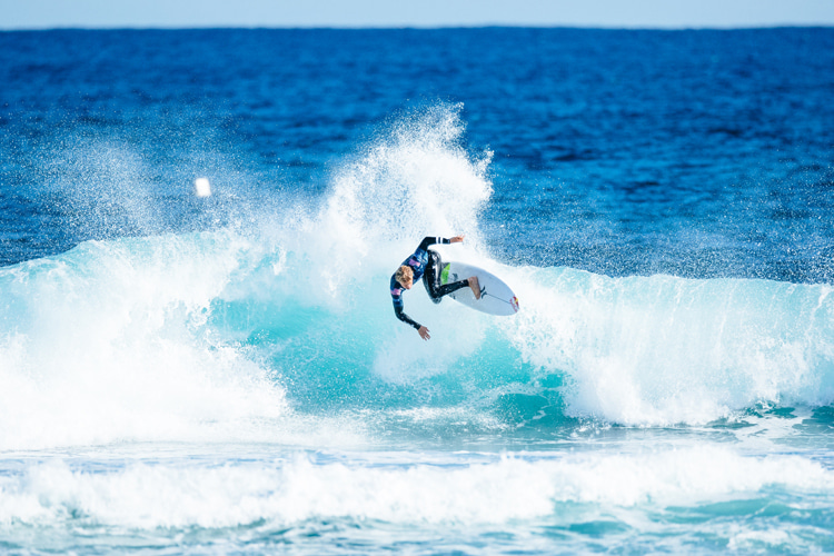 Competitive surfing: a pre-heat nutrition and hydration plan will balance the body's energy needs   Photo: Dunbar/WSL