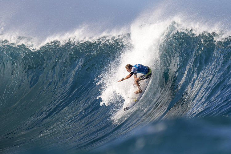 Pipeline: a steep drop into heaven | Photo: Cestari/WSL