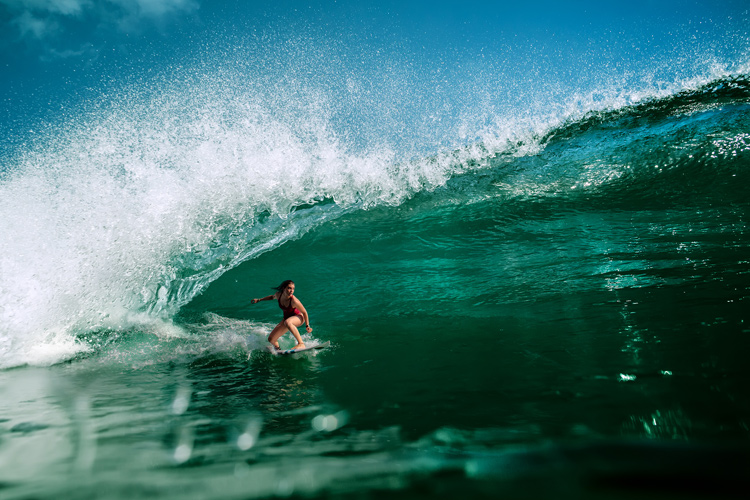 Surfing: adopt safe and responsible practice when riding through a pandemic | Photo: Shutterstock