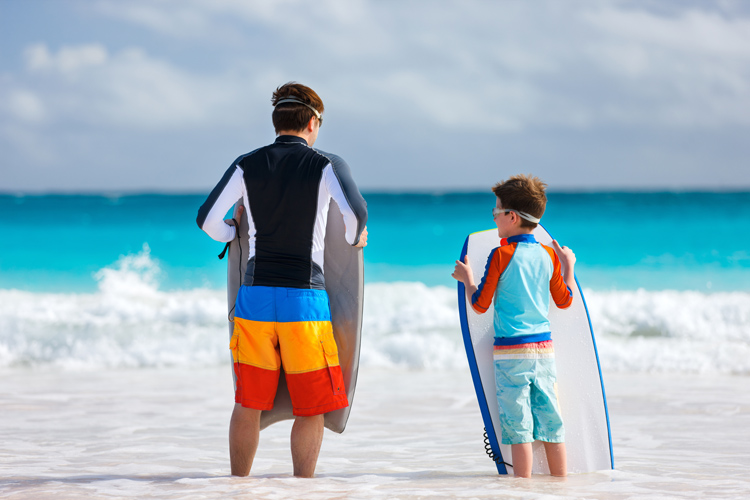 Beginner bodyboarders: learn how to ride your first waves | Photo: Shutterstock