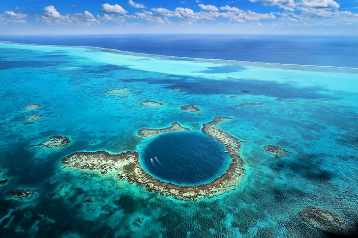 Great Blue Hole: a natural treasure located in Belize | Photo: Yann Arthus-Bertrand