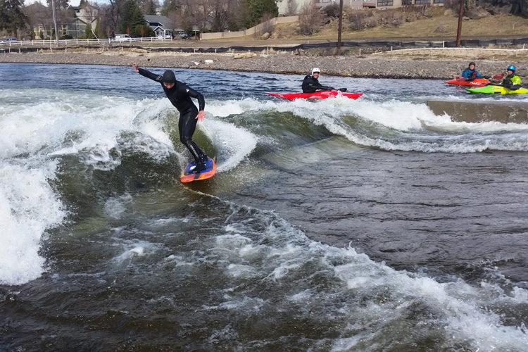 Bend Whitewater Park: a surf spot in the heart of Oregon | Photo: BWP
