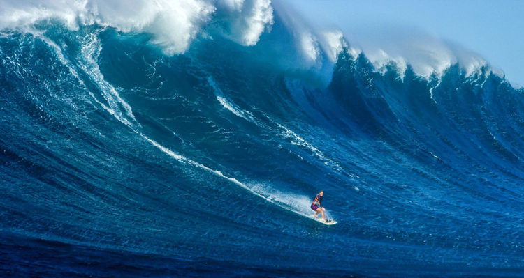 Bethany Hamilton: a goofy-footer in a right-hand monster | Photo: Lieber Films