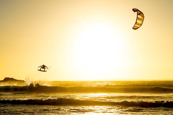 Big airs in kiteboarding: speed means more hang time | Photo: Red Bull King of the Air