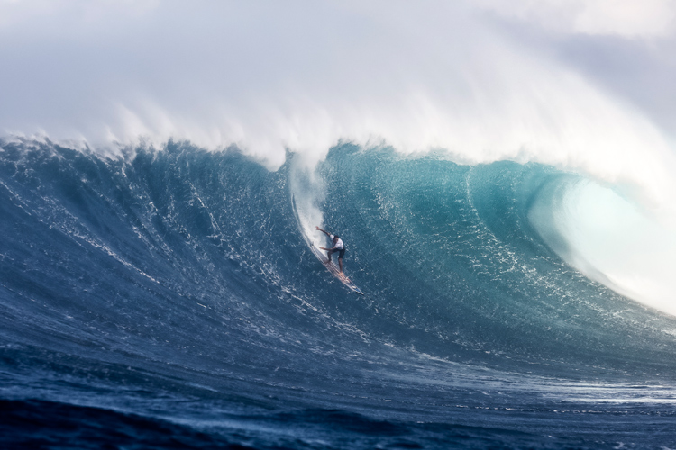 Billy Kemper: a superb display of commitment and courage at Peahi | Photo: Hallman/WSL