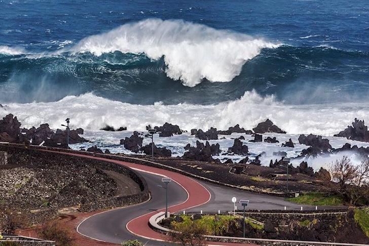 Black Swell: huge surf hit the Azores Islands | Photo: António Araújo