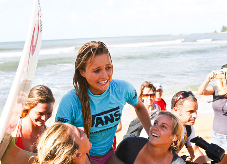 Alana Blanchard: winner of the 2009 Vans Hawaiian Pro | Photo: Servais