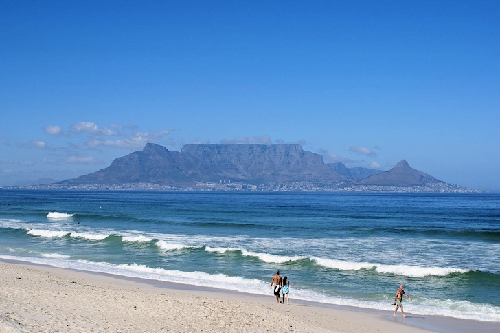 Bloubergstrand, South Africa: waves and sights over Table Mountain