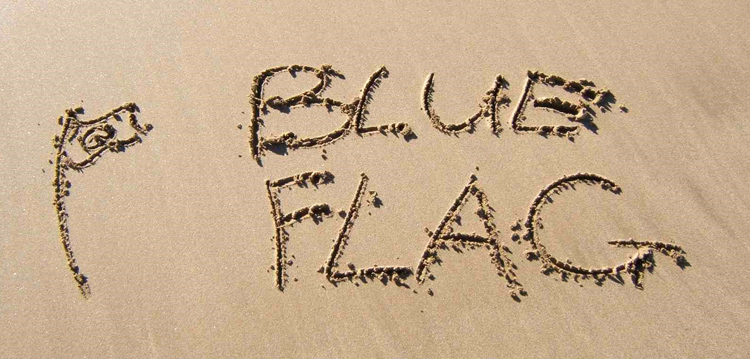 The Blue Flag: the iconic eco-label should address the problem of microplastics in future criteria updates | Photo: FEE