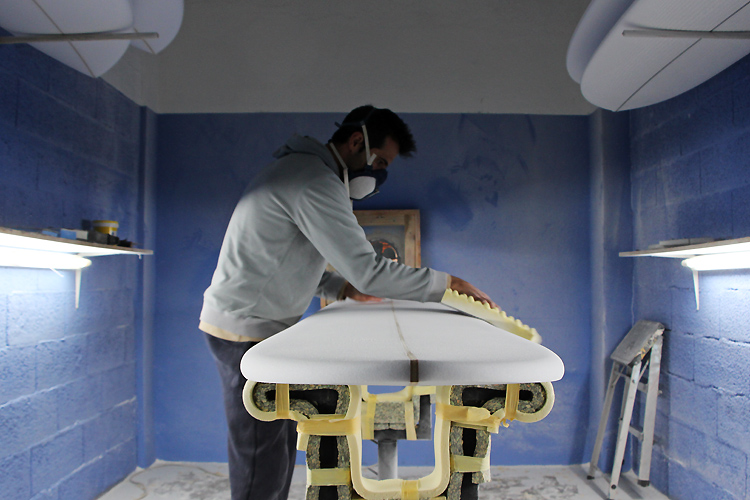 Boavista FC surfboard: the shaping process took one hour | Photo: SurferToday