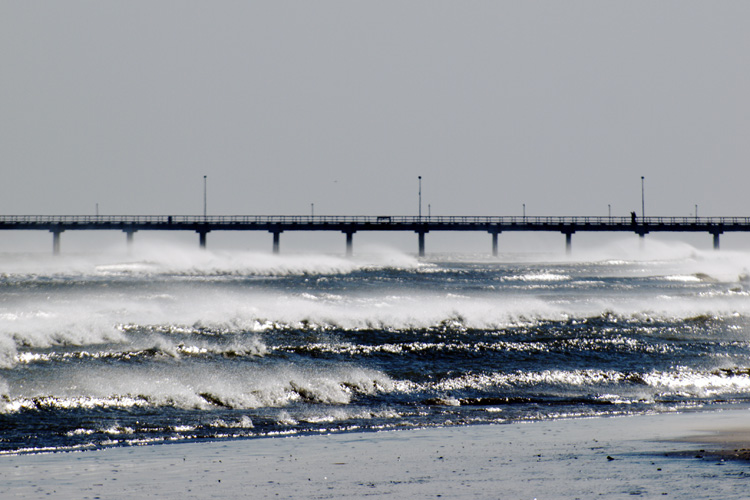 Bob Hall Pier: super fun surf | Photo: Terry Ross/Creative Commons