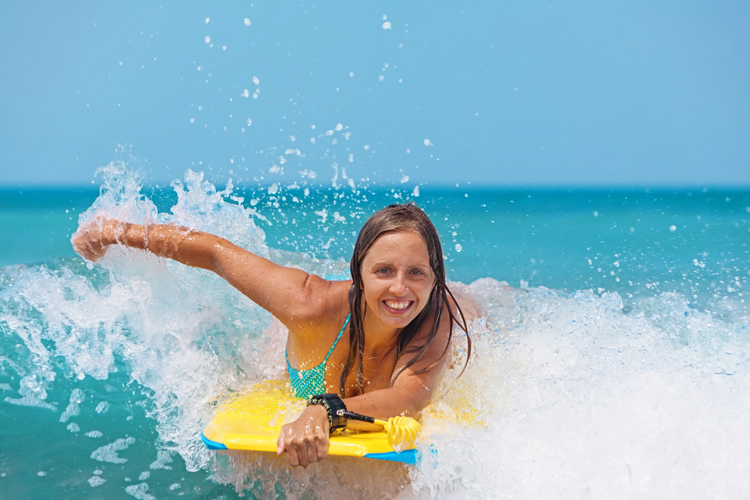 Beginners: they should never go bodyboarding without a wetsuit | Photo: Shutterstock
