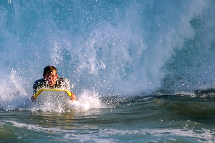 Bodyboarding: more than just riding a wave toward the beach | Photo: Shutterstock